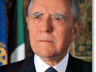 Carlo Azeglio Ciampi (fonte: https://it.wikipedia.org/wiki/Carlo_Azeglio_Ciampi)