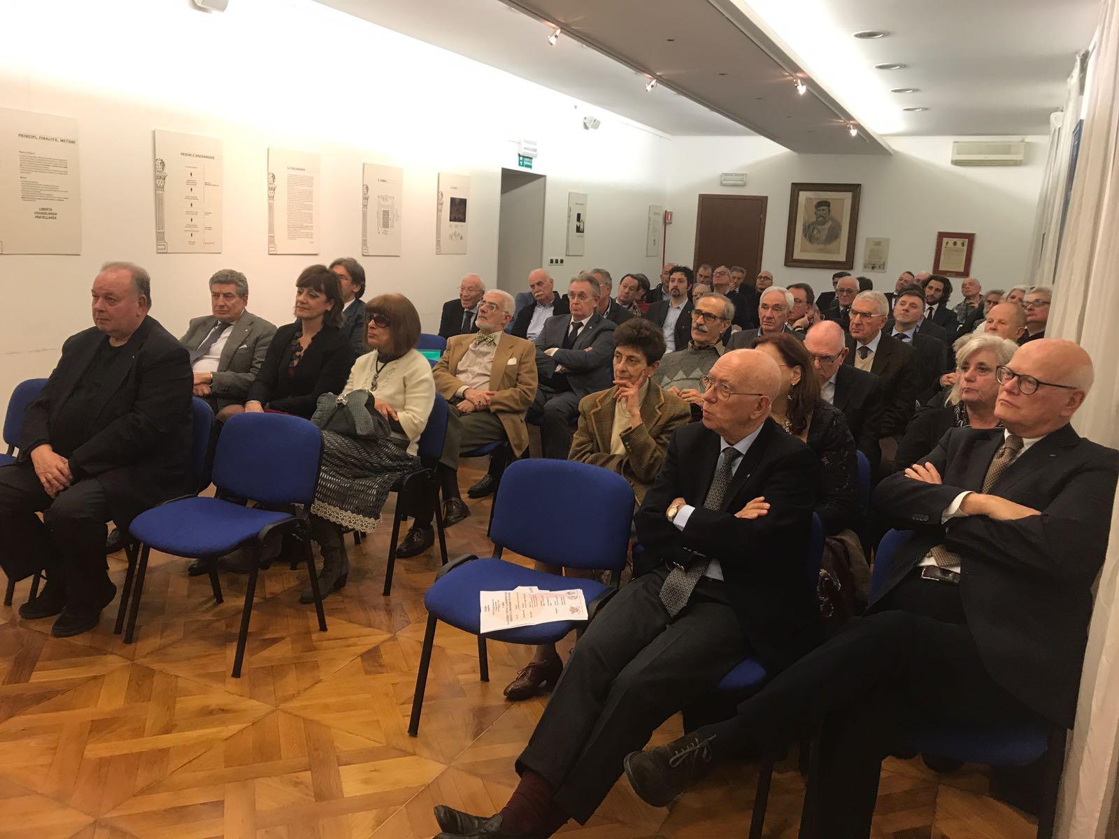 """Foto – Convegno pubblico: La """"Guerra giusta"""" della ..."""